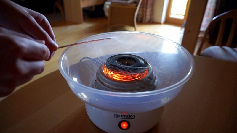 wie-funktioniert-eine-zuckerwattemaschine