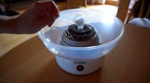zuckerwatte-selber-machen-zucker-einfuellen